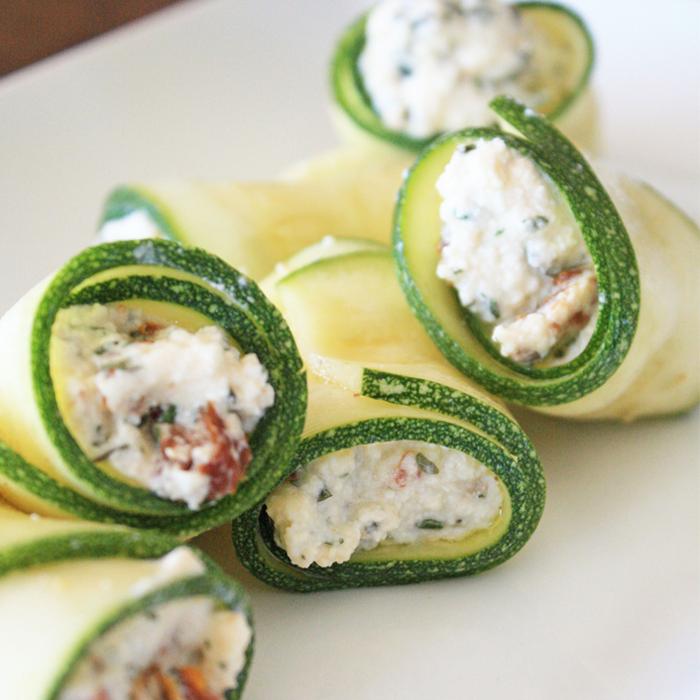 Rollitos de Zucchini rellenos de pasta de pollo